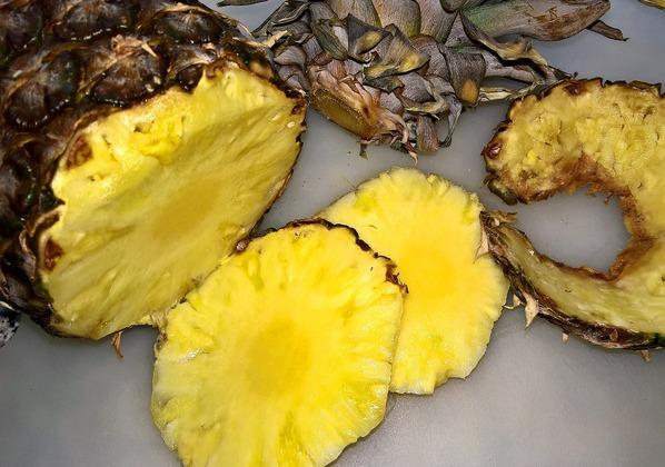 Fatias de abacaxi