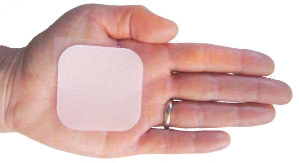 Anticoncepcional adesivo: vantagens, desvantagens, contraindicações e como usar