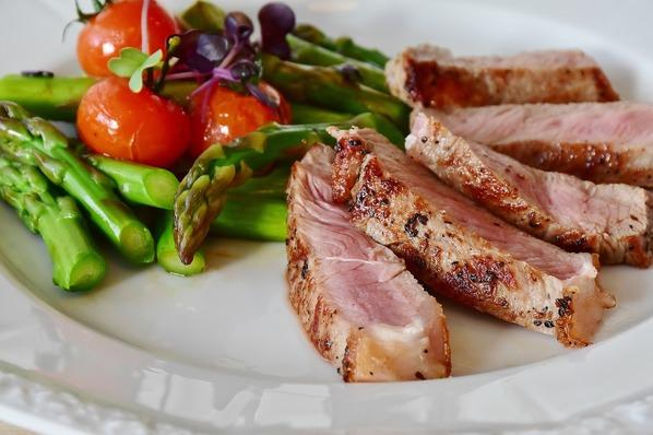 Aspargus e carne