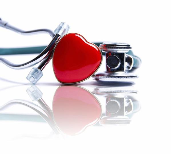 coração e estetoscópio
