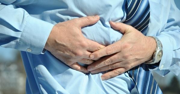 Dor abdominal: Quais as causas e como tratar