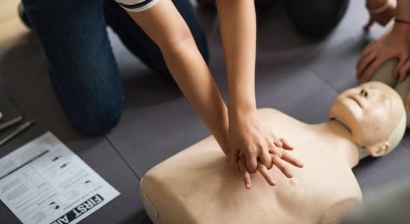 Massagem cardíaca em caso de infarto