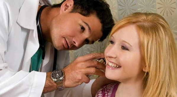 Ouvido inflamado: sintomas, causas e tratamen
