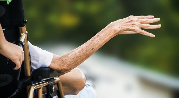 Sarcopenia em idosos: o que é, sintomas e tratamento
