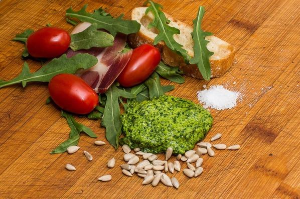 Sementes de Girassol e Vegetais Verde-Escuros