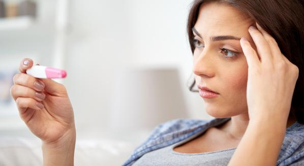 Teste de gravidez de farmácia negativo e positivo: como entender os resultados e quando fazer